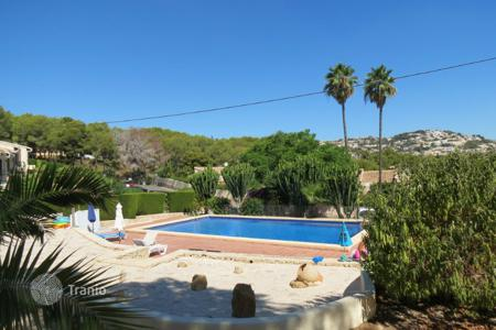 Cheap residential for sale in Moraira. Bungalow of 2 bedrooms in Moraira