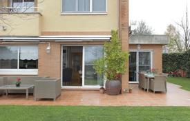 Residential for sale in Cerdanyola del Vallès. Terraced house – Cerdanyola del Vallès, Catalonia, Spain