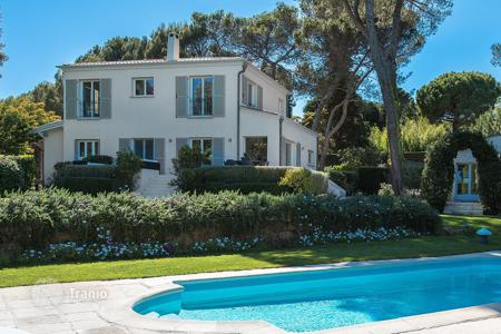 6 bedroom houses for sale in Biot. Just 10 min from the sea — Villa in a secured domain