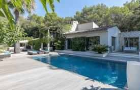 5 bedroom houses for sale in Mougins. Mougins — In a residential area
