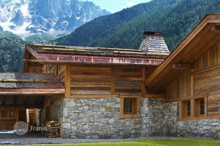 Villas and houses for rent with swimming pools in Chamonix. Шале в Шамони