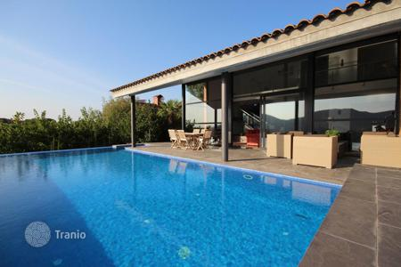 Houses with pools for sale in Vallromanes. Character in full nature. Vallromanes, Barcelona