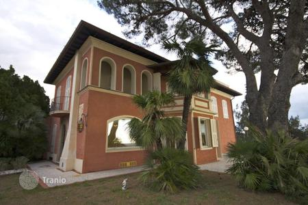 Luxury houses with pools for sale in Ventimiglia. Villa – Ventimiglia, Liguria, Italy