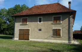 Property for sale in Hauts-de-France. Historic two-storey villa with a spacious garden and scenic views of the surrounding area, Pas-de-Calais, France