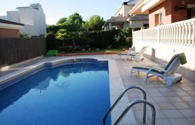 Property to rent in El Vendrell. Villa – El Vendrell, Catalonia, Spain
