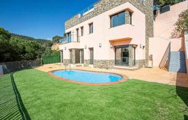 5 bedroom houses for sale in Catalonia. Villa – Lloret de Mar, Catalonia, Spain