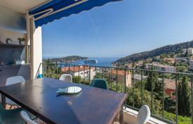 Apartments for sale in Villefranche-sur-Mer. A 4 room apartment with terraces and sea view of Villefranche-sur-mer