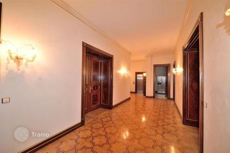 Luxury 4 bedroom apartments for sale in Vienna. Elite apartment in the historical part of Vienna, close to Belvedere Palace