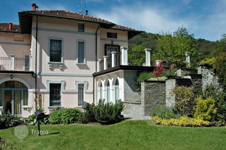 Luxury 4 bedroom houses for sale in Italy. Ancient villa with a private park next to Lake Maggiore, in a residential area above the town of Stresa, Italy
