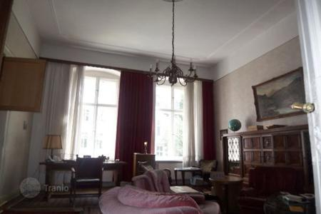Commercial property for sale in Kreuzberg. Lordly Stucco old buildings in a quiet location!