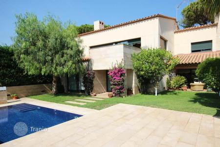 Houses for sale in Costa del Maresme. Modern design property in the center of Cabrils