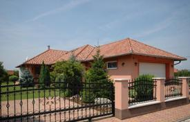 4 bedroom houses for sale in Lake Balaton. Continuously maintained high-quality detached house on the southern coast of Lake Balaton near Keszthely