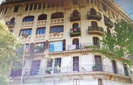 3 bedroom apartments for sale in L'Eixample. Three-bedroom apartment to renovate, Eixample, Barcelona, Spain