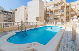 Penthouse with a spacious terrace in a building with around-the-clock security and a pool, in the downtown, 300 m from the sea, Torrevieja for 91,000 €