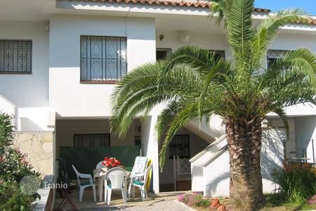 Cheap 2 bedroom houses for sale in Catalonia. Villa - Lloret de Mar, Catalonia, Spain