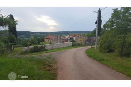 Cheap houses for sale in Istria County. Oprtalj Old stone house with a courtyard, surrounded by greenery