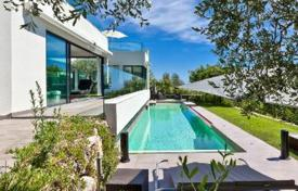 Luxury residential for sale in Côte d'Azur (French Riviera). Modern villa in La Turbie, France. Panoramic views, spacious terraces, jacuzzi, landscaped garden, quiet district