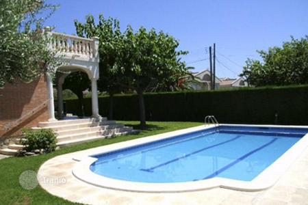 Houses with pools by the sea for sale in Costa Dorada. Villa – Cambrils, Catalonia, Spain