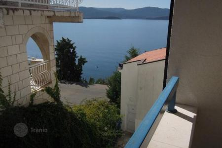 1 bedroom apartments for sale in Croatia. Apartments with different layouts in a house on the sea coast, Komarna, Croatia