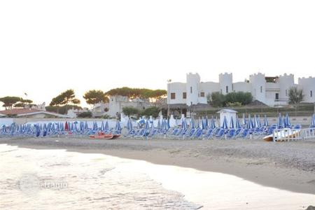 3 bedroom villas and houses by the sea to rent in Italy. Villa – Latina, Lazio, Italy