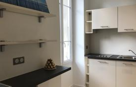 Residential for sale in Le Port. Port neighbourhood, apartments under renovation, ideal pied-à-terre