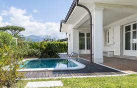 Luxury 4 bedroom houses for sale in Tuscany. New villa with terrace, jacuzzi, garden and the possibility of purchasing additional land area in Forte dei Marmi, close to the sea