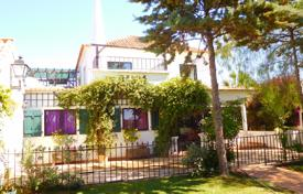 Houses for sale in Faro (city). Quaint Country 4 Bedroomed Villa with Pool, near Luz Tavira