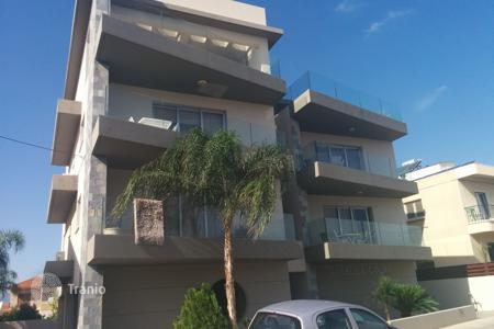 1 bedroom apartments by the sea for sale in Larnaca (city). The apartment is in a modern residential complex with private parking near the center of Larnaca