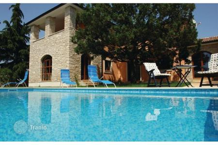 Houses with pools for sale in Vodnjan. Fažana surroundings, Luxury villa with pool 500m from the beach, sea view