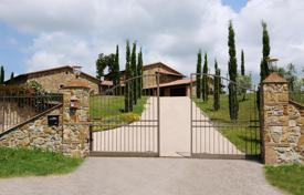 Luxury 4 bedroom houses for sale in Tuscany. Luxury hilltop villa with indoor pool and 360 degree panoramic views over the rolling hills of the sea-near Tuscany