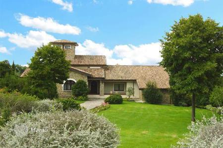 Houses with pools for sale in Orvieto. Villa – Orvieto, Umbria, Italy