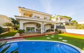 Houses and villas for sale in Barcelona. Villa – Sant Pol de Mar, Catalonia, Spain
