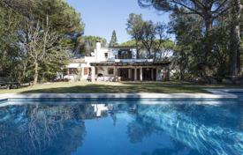 6 bedroom houses for sale in Gerona (city). Comfortable villa with a swimming pool, a garden and a guest house, Girona, Spain