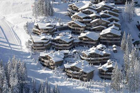 Residential to rent in Saint-Bon-Tarentaise. Luxury chalet with indoor swimming pool 100 meters from the ski slopes in the famous resort of Courchevel 1850, France