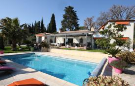 Cheap houses with pools for sale in Côte d'Azur (French Riviera). Renovated villa with a winter garden, a pool and a garage, Mougins, France