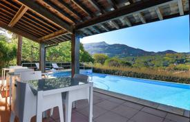 4 bedroom houses for sale in Nouvelle-Aquitaine. Two-level villa overlooking the mountains in Ascain, Aquitaine, France