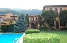Luxury houses with pools for sale in Lombardy. VILLA OF 1600 with LECCO LAKE VIEW