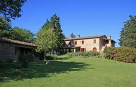 Houses with pools for sale in Umbria. Prestigious country house in Città della Pieve, Umbria