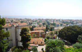 Residential for sale in Milan. Comfortable apartment 800 meters from the beach in Bordighera, Liguria
