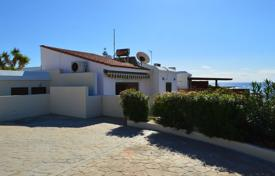 2 bedroom houses by the sea for sale in Cyprus. 2 Bed Rooms Detached Villa, 1st Line to the Sea — Chlorakas