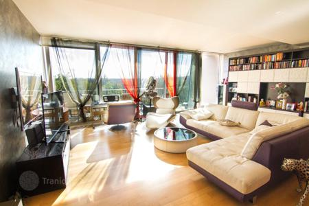 2 bedroom apartments for sale in Prague. Modern two bedroom apartment with a balcony and panoramic views in the fifth district of Prague