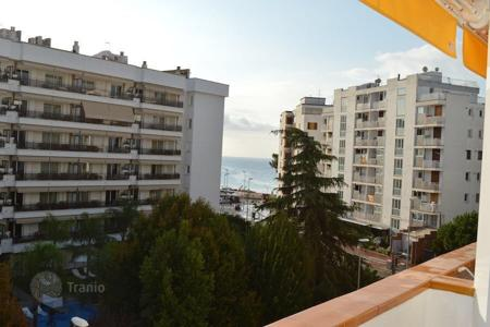 Cheap 2 bedroom apartments for sale in Catalonia. Apartament near the beach with sea view