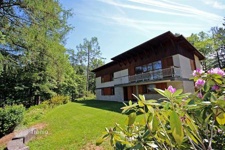6 bedroom houses for sale in Central Europe. This is a wonderful villa built with views of Lake Bled, lovely gardens, private and can be adapted for different layouts