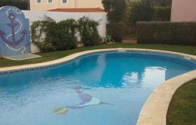 Houses with pools for sale in Cascais. Villa with swimming pool in Cascais, Portugal