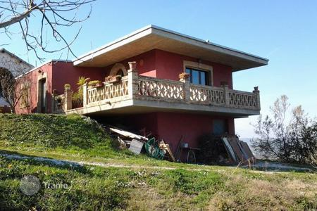Residential for sale in Abruzzo. 2 countryhouses for sale in Notaresco, Abruzzo, Italy