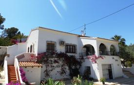 4 bedroom houses for sale in Senija. 4 bedroom villa with private pool and mountain views in Benissa