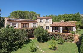 5 bedroom houses for sale in Antibes. Cap d'Antibes — Superb Provencal-style property