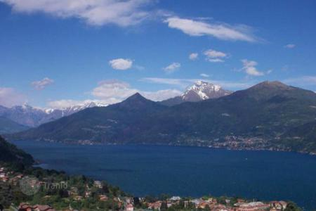 Apartments with pools from developers for sale in Italy. New home – Lake Como, Lombardy, Italy
