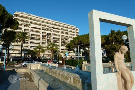 1 bedroom apartments for sale in Antibes. 1 bedroom apartment — Center Bay — Juan les Pins