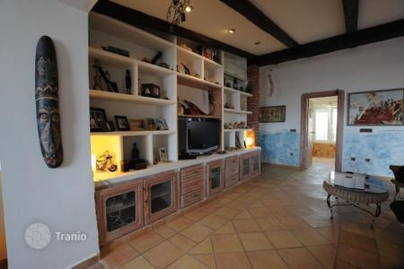 Residential for sale in Galicia. 3 bedrooms large living room 2 bathrooms garage sea View first line